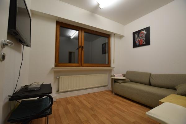 Nice double bedroom in Hesperange