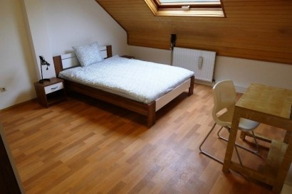 Nice double bedroom in Hesperange